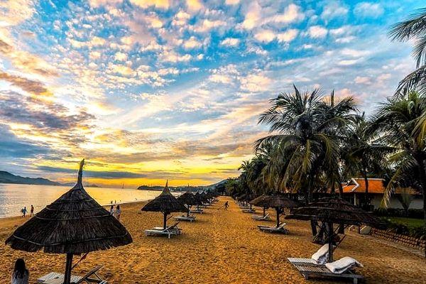Săn vé máy bay giá rẻ Hà Nội đi Nha Trang từ 299.000 đồng