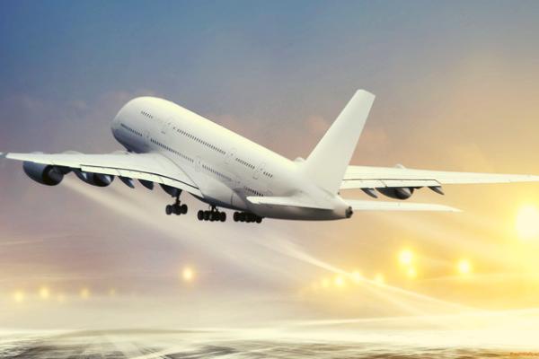 Tại sao máy bay thường được sơn màu trắng mà không phải màu khác