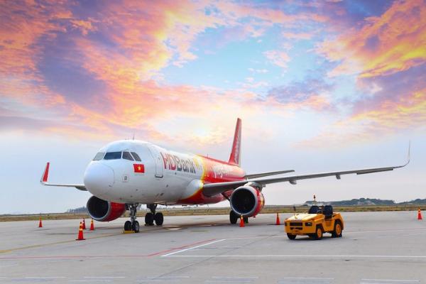 Thêm nhiều chuyến bay bị ảnh hưởng bởi bão số 2