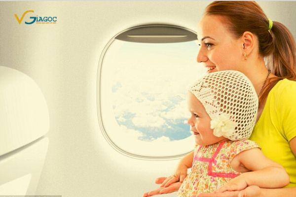 Trẻ em dưới 2 tuổi đi máy bay