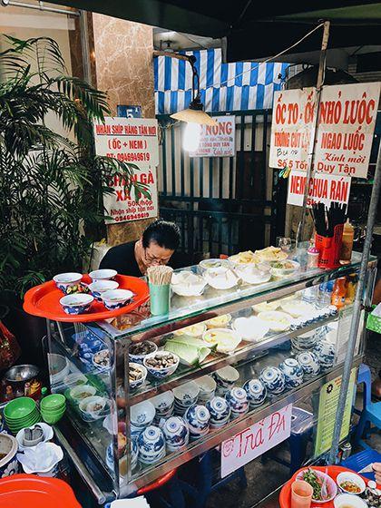 Quán ốc hơn 2 thập kỷ ở Hà Nội Khách phải gọi món bằng tay