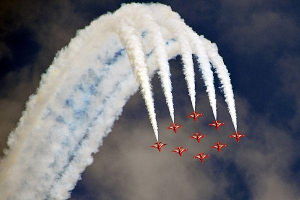 Vì sao máy bay thường để lại vệt khói trắng trên bầu trời khi di chuyển